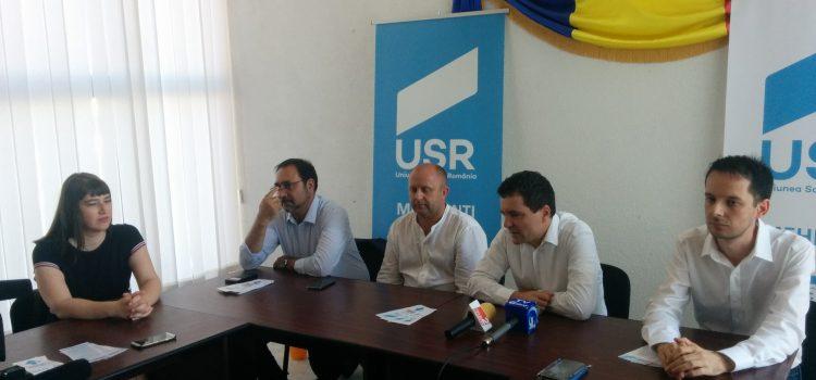 Vineri 14 iulie, parlamentarii USR s-au întâlnit cu simpatizanții din Mehedinți